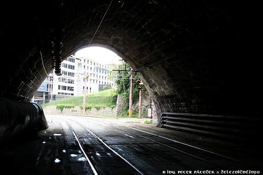 Vyústenie tunela pri nábreží