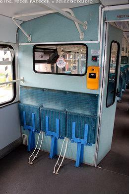 Tri sklopné sedadlá v priestore pre batožinu