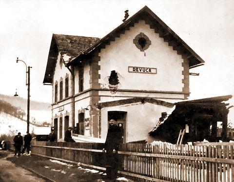 Stanica Revúca - vojnou poškodená budova
