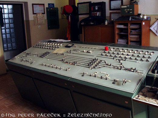 Stanica Lubeník - pult reléovky
