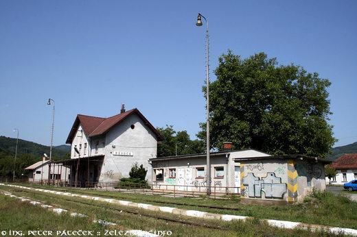 Výpravná budova, sklad batožín, záchody akoľajová váha
