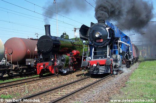 Súbežná jazda mimoriadnych parných vlakov vKostoľanoch nadHornádom
