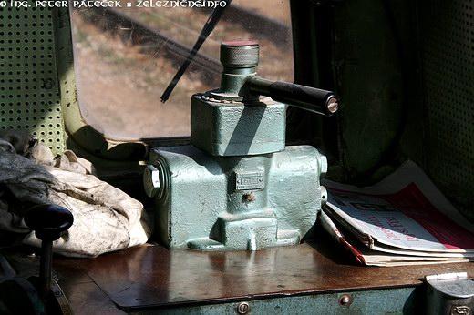 Kabína - brzdič na pravom stanovišti rušňovodiča