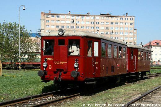 Magda M 131.1125 - časť mimoriadneho vlaku posunuje dodepa