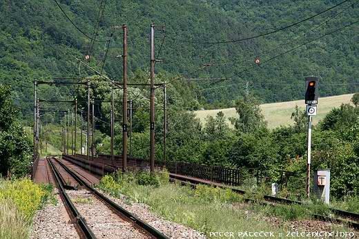 Ružínsky viadukt leží tesne pred zastávkou ružín - smer košice