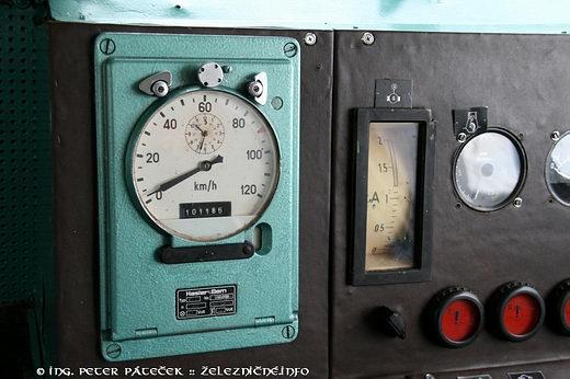 Motorový rušeň radu 735