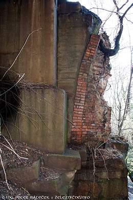 Červený most - fragment pôvodného piliera