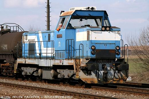 Motorový rušeň 736.002-7