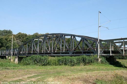 Most nad riekou Morava
