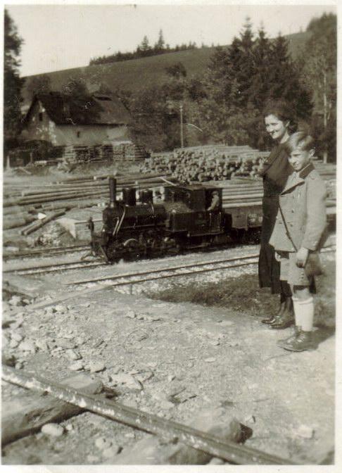 Nákladný vlak vstanici vPrakovciach